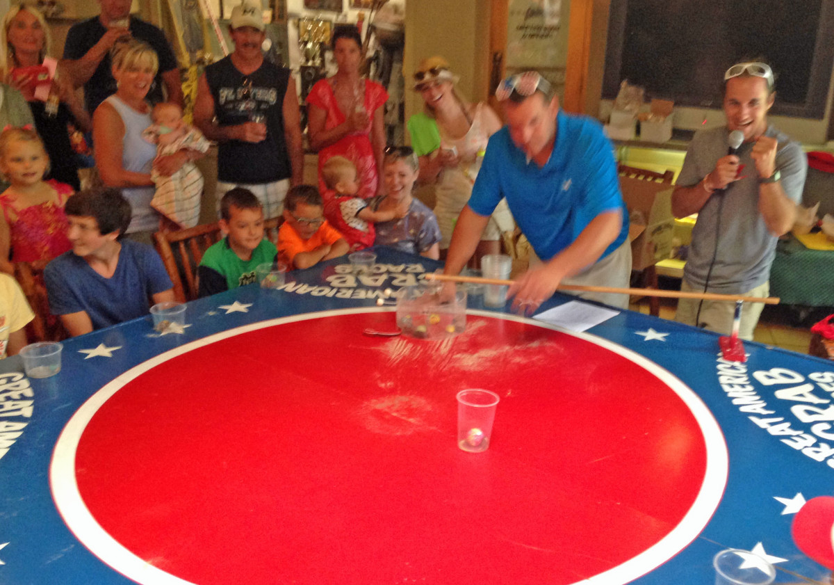 Crab Races Dan cheers 2015 07-12