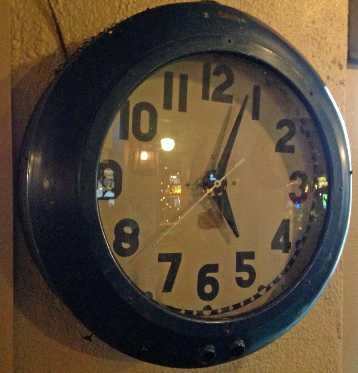 beach bar clock