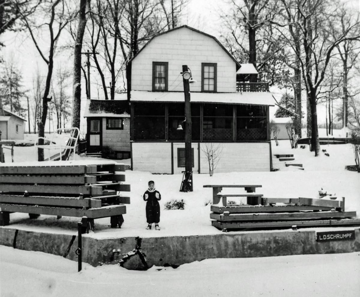 440 Oakwood - Larry in picture in 1941