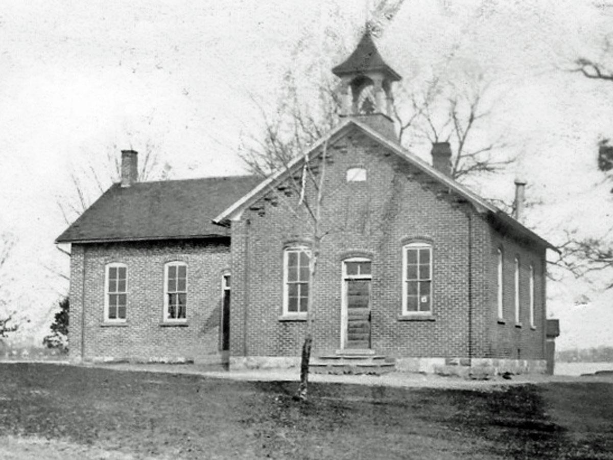 schoolhouse 1900 b and w