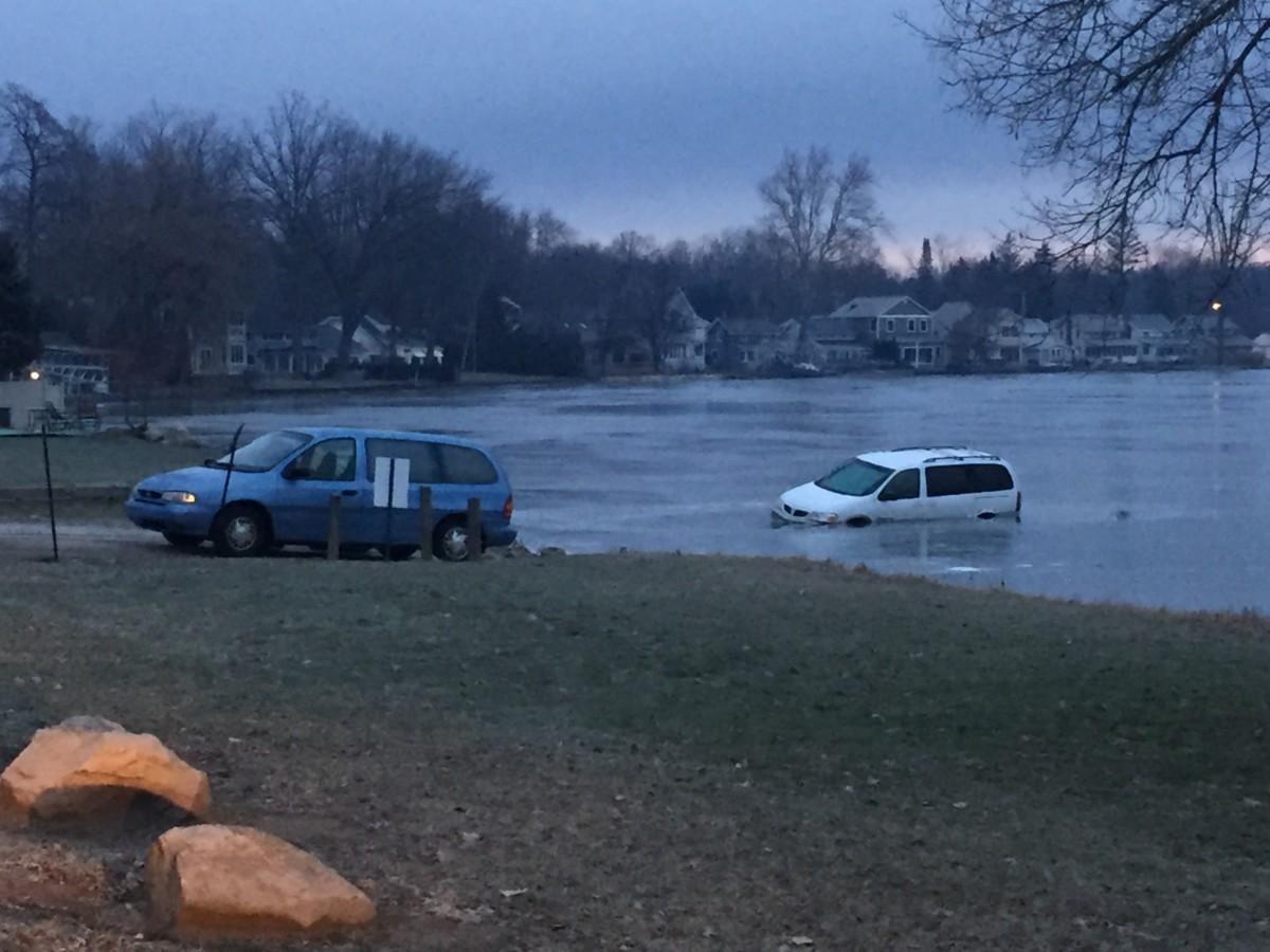 WKL car in lake 1 2017 01-16