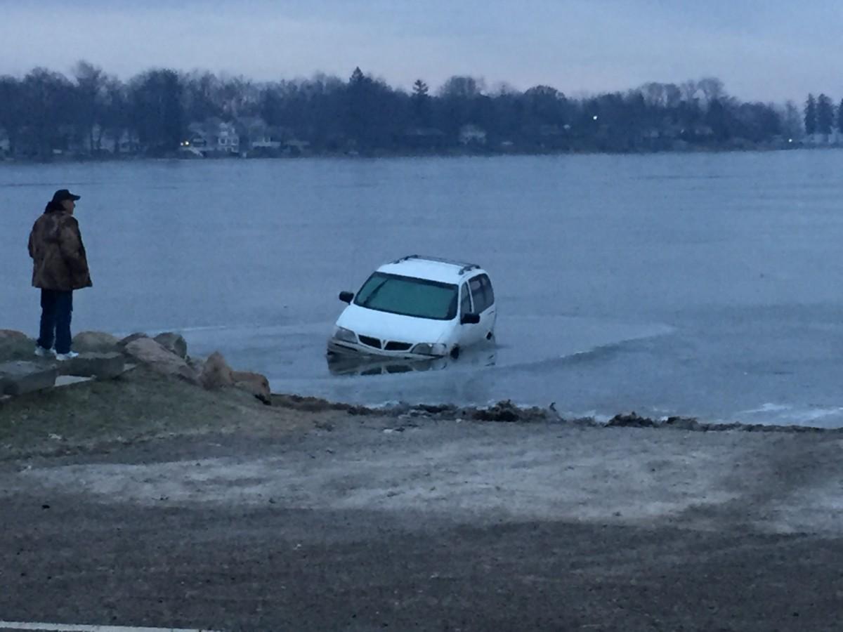 WKL car in lake 2 2017 01-16